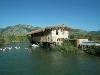 Fotoğraf Dalyanda kanal kıyısında kiralık bungalow ev...