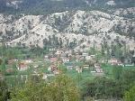 Fotoğraf Çameli Elmalı Yaylası'nda Etrafında Köy Evleri...