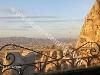 Fotoğraf Kapadokya uçhi̇sarda muhteşem manzarali taş ev