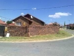 Photo House for Sale. R 650 000: 3.0 bedroom house...