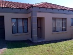 Photo 3 bedroom apartment in Jackaroo Park