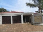 Photo Cluster House For Sale in Willowbrook