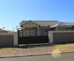 Photo 3 bedroom House For Sale in Dawn Park for R 650...