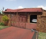 Photo 4 bedroom House For Sale in Dawn Park for R 1...