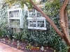 Photo Cute fourways garden cottage for one person.